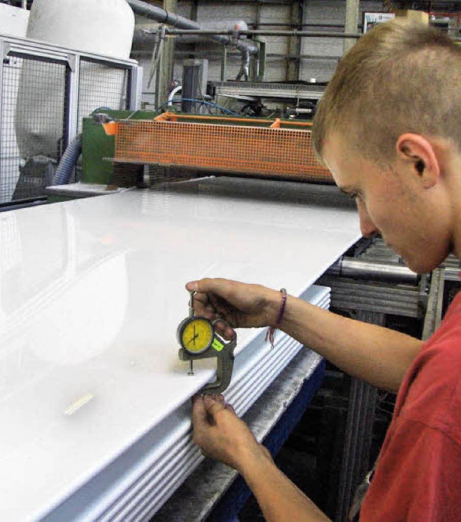 Was macht man in diesem Beruf? Verfahrensmechaniker/innen für Kunststoff- und Kautschuktechnik planen die Fertigung von Kunststoff- und Kautschukprodukten, richten die Produktionsmaschinen und -anlagen ein und bereiten Rohmassen auf. Granulat oder […]