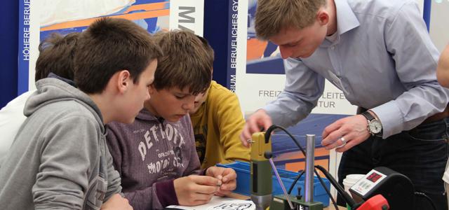 """Pressemitteilung zur Ausbildungsmesse """"mach mit"""" 2012 in Oelde"""