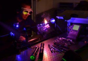 news_fh_muenster_mit_studierenden_labore_campus_kennenlernen_laser