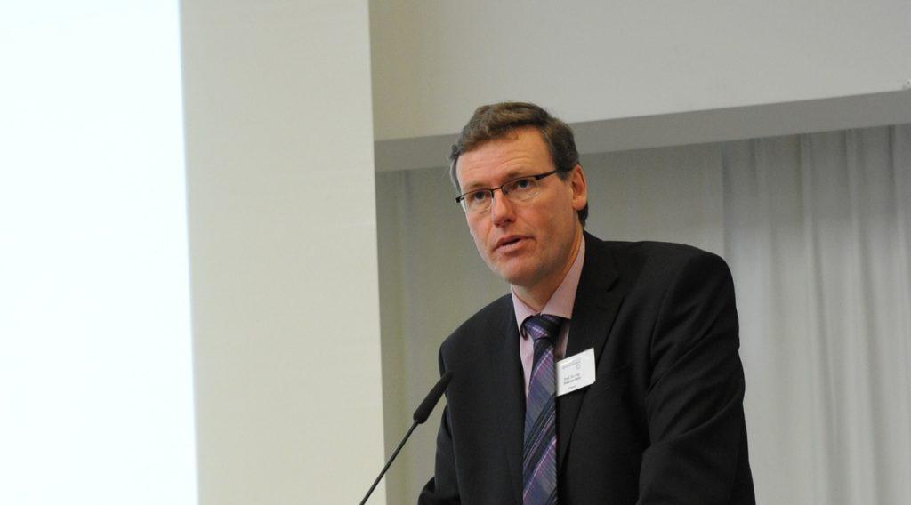 Dekan Prof. Dr. Stephan Behr sieht den Ausbau des Studienangebots am Fachbereich Maschinenbau mitverantwortlich für die steigende Nachfrage. (Foto: FH Münster/Reiner Schönfeld)